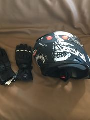 Helm und Handschuhe