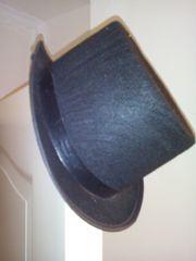 Faschingshüte Ritterhelm und Zylinder sauber