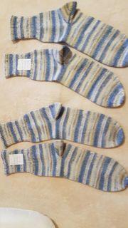 2 Paar handgestrickte Socken Gr