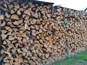 Brennholz gespalten zu verkaufen