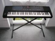 Unbespieltes Keyboard - R O L