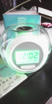 GRUNDIG Wetterstation Uhr Thermometer Wecker
