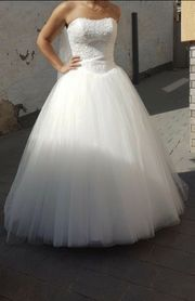 Brautkleid in der Farbe Ivory