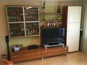 Wohnzimmer Schrankwand 2 Zweisitzer Tisch