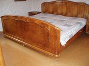 Antikes Doppelbett mit Nachtschränkchen Nussbaum