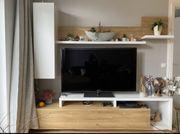 TV Board mit Hängeschränken