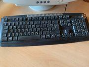 alter Computer mit Tastatur