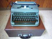 Alte Olympia Schreibmaschine mit Koffer