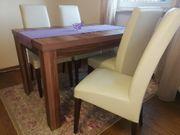 Tisch mit 4 Stühlen