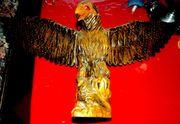 Holzschnitzerei Adler mit Jungtier