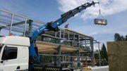 Kranverleih-Geländehubarbeitsbühnenverleih - 55to funkgest mit Tieflader