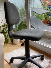 Verschenke älteren Schreibtischstuhl gebraucht
