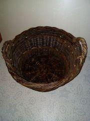alte Weidekörbe für Obst oder