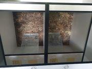 Weißes Kunststoff Terrarium mit Rückwand