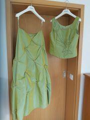 Lindgrünes Abendkleid