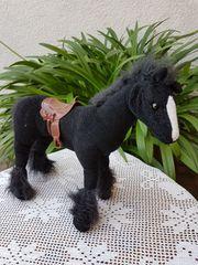 Hübsches schwarzes Spielzeug-Pferd Jessie