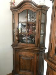 Antiker Glasvitrinen-Eckschrank