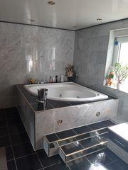 Mehrere Zimmer mit Luxus- und