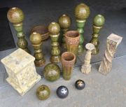 Verschiedene Keramik Säulen mit Kugel