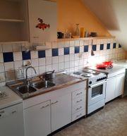 Küchenzeile mit Doppelspüle und Unterschrank