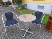 Tischchen und 2 Stühle
