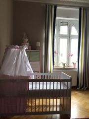 Baby und Kinderbett