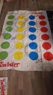 Twister Bodenspiel