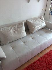 sehr schöne pflegeleichte Couch zum