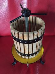 Weinpresse Modell antik