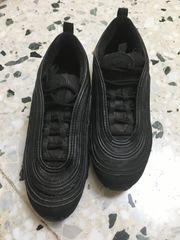 Verkaufe neuwertige schwarze Nike Jungen