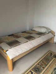 Jugendzimmer nur mit Bett und