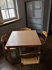 Kindertisch und Stühle stapelbar