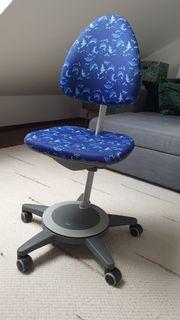 Schreibtischstuhl blauer Bezug mit Delphin