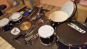 Schlagzeug Schwarz von der Firma