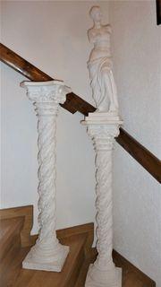 Zwei weiße Säulen incl Statur