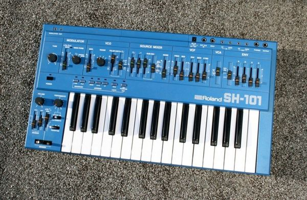 Roland SH 101 Synthesizer