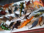 200 Dinosaurier Dinos mit Vulkan