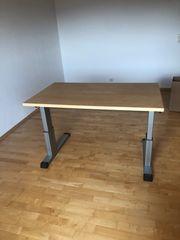Schreibtisch Höhe und Neigung verstellbar