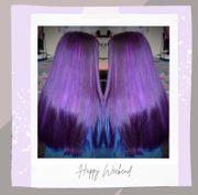 Violette Haarcoloration beim Coiffeur