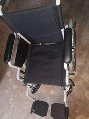 Neuwertiger Rollstuhl Handbetrieben