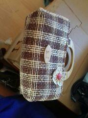 kleine Tasche mit Holzgriff