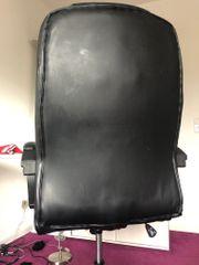 ein bequemer Bürostuhl
