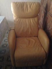 Leder Sessel mit elektr Verstellmöglichkeiten