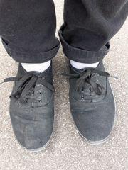Getragene gebrauchte Damen Sneaker Damenschuhe