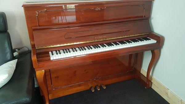 Klavier Marke Weinburg