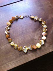 Schöne Halsketten suchen neue Trägerin