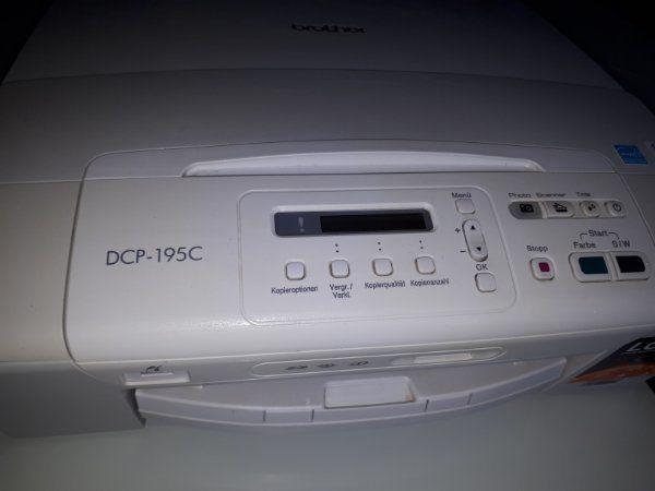 Drucker der Marke Brother DCP-195C