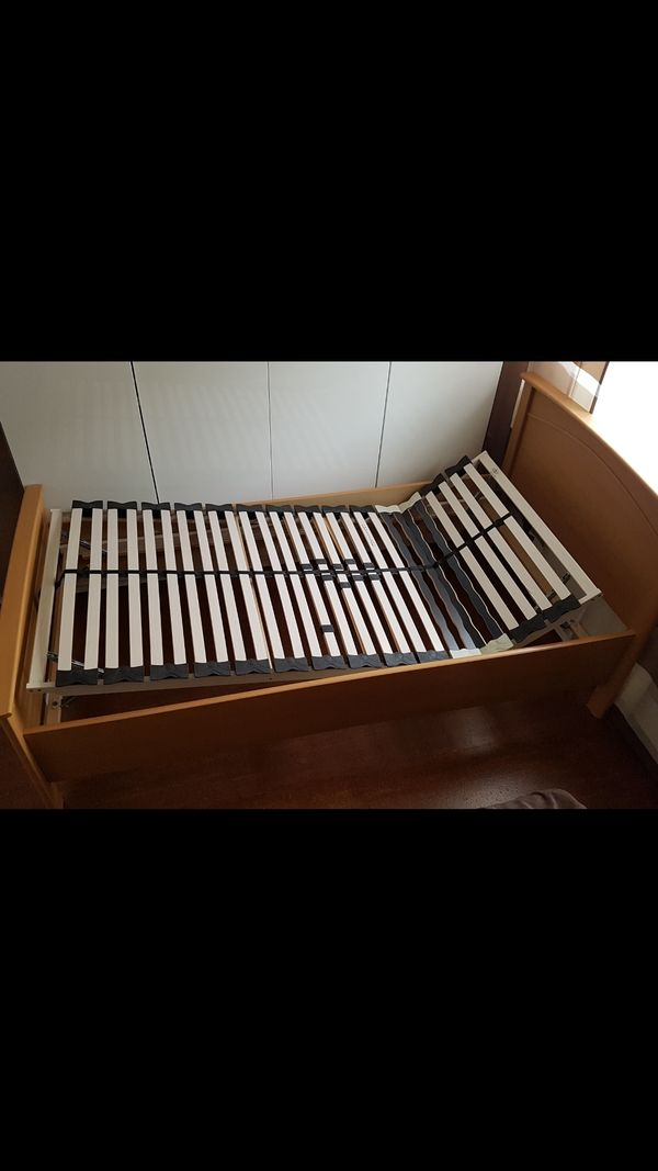 Einzelbett Mit Einem Verstellbaren Lattenrost In Rheine Betten