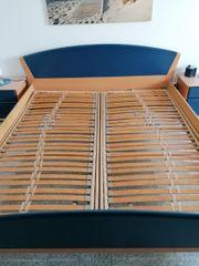 Doppelbett und 2 Nachtische