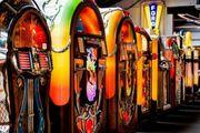 Große AUCTION-Jukeboxen Flipper und div